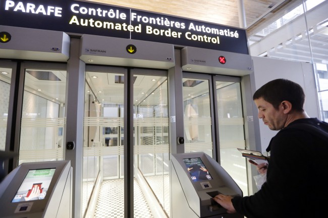 parafe-aeroport-fichier-passeport-afp